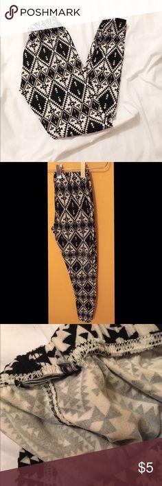 rue21 leggings Cozy black and white aztec print leggings. No tags. Rue 21 Pants