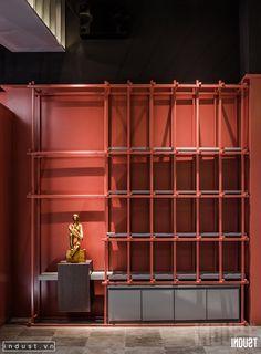 thiết kế trang trí tủ đề đồ màu đỏ