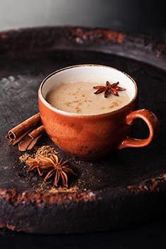 Spiced Tea Recipe: Know how to prepare chai tea recipe with foodhall experts. ✓Ingredients for chai tea: 1 cup milk, ½ cup tsp sugar,½ tsp Arqa Original Chai Tea Blend. Coffee Love, Coffee Break, Coffee Coffee, Morning Coffee, Momento Cafe, Rooibos Chai, Chocolate Cafe, Masala Tea, Pause Café