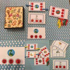 אז הכנתי כמה משחקים עד היום לפיתוח המודעות והחלטתי להכין קופסה שלתוכה נכנסים 3 משחקים: צליל/אות פותחת וסוגרת (סימון עם אטבים צבעוניים) הקובץ פהצליל פתוח וסוגר תבנית אני הדבקתי מדבקות כתמונות. 2. כ…