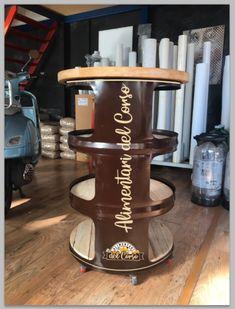 realizzazione scaffale per negozio alimentari con ripiani in legno massello decorato/personalizzato #oil barell table Popup, Home, House, Ad Home, Homes, Haus