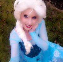 Elsa Selfie by whitneywickham