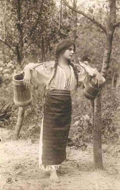 beautiful romanian girl going to the river for water Vintage Pictures, Vintage Images, Traditional Art, Traditional Outfits, Romania People, Romanian Girls, Romanian Gypsy, Gypsy Culture, Popular Costumes