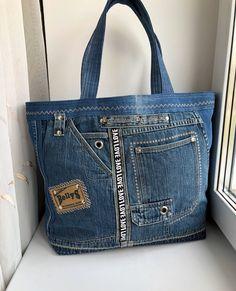 Artisanats Denim, Denim Purse, How To Make Handbags, Purses And Handbags, Leather Purses, Leather Wallet, Only Jeans, Jean Purses, Recycled Denim