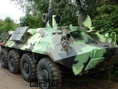 Der BTR-60 war ein sowjetischer Schützenpanzerwagen. BTR ist eine Abkürzung für Bronjetransportjor (russisch Бронетранспортёр, zu deutsch gepanzerter Transporter). Das Fahrzeug gehörte auch zur Ausrüstung der NVA und wurde dort als SPW-60 (Schützenpanzerwagen) geführt. Hergestellt wurden die Maschinen unter anderem im Kurganski Sawod Koljosnych Tjagatschei.Mieten Sie diesen Panzer in Berlin und Hamburg