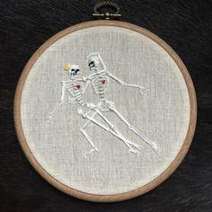 Een persoonlijke favoriet uit mijn Etsy shop https://www.etsy.com/nl/listing/471565022/borduurwerk-hoepel-skeleton-dance