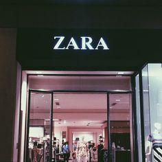 Uni Fashion, Zara Fashion, High Fashion, Boujee Aesthetic, Aesthetic Pictures, Travel Aesthetic, Zara Young, Zara Shop, Window Display Design
