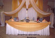 Оформление президиума и задника для проведения свадьбы в белых и золотых тонах. #свадьбы #праздники #прокат  #президиум #задник #декор #оформление #белый #золотой #soprunstudio