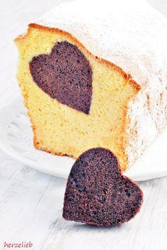In diesem Herzkuchen ist ein Herz aus Schokolade versteckt - einfaches Rezept
