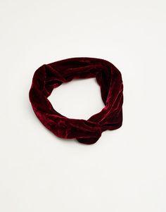 :Velvet turban-style headband