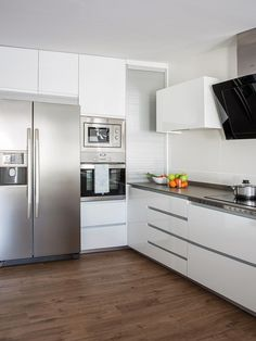 60 White Kitchen Design Ideas For The Heart Of Your Home Page 62 of 68 LoveIn Home Small Kitchen Ideas Design Heart Home Ideas Kitchen LoveIn Page White Small White Kitchens, Small Space Kitchen, Kitchen Room Design, Modern Kitchen Design, Dining Room Design, Home Decor Kitchen, Kitchen Interior, Kitchen Ideas, Interior Modern