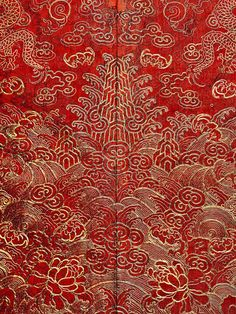 Gold embroidered red Mangpao, Late Qing dynasty. Courtesy of the Metropolitan Museum of Art