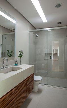 Myslíme si, že by sa vám mohli páčiť tieto piny - Home Design Decor, Home Room Design, Home Design Plans, House Design, Bathroom Design Luxury, Modern Bathroom Design, Modern Small Bathrooms, Long Narrow Bathroom, Toilet Design
