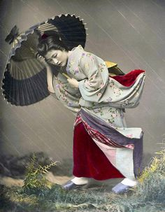 Geisha in Heavy Storm by Kusakabe Kimbei 1885  (日下部 金兵衛 1841-1934)