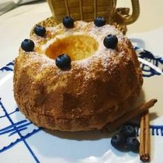 Bizcocho de Maizena y yogur muy esponjoso Receta de javilowin@gmail.com - Cookpad Sin Gluten, Cinnamon Rolls, Doughnut, Muffin, Baking, Breakfast, Desserts, Bundt Cakes, Cactus