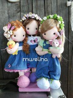 ( By Javiera Muselina* ) Doll Crafts, Diy Doll, Doll Clothes Patterns, Doll Patterns, Kawaii Doll, Sewing Dolls, Felt Diy, Soft Dolls, Stuffed Animal Patterns