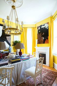 Creating A Chic, Cosy Home Library-Best Colors, Lighting and Furniture - laurel home | stylish dining room by William McLure for the Traditional Home Southern Style Now Showhouse. Photo via: Draper James