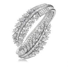 Diamond Bracelets Harry Winston Diamond Bangle bracelet Do you love this? Gems Jewelry, Jewelry Accessories, Fine Jewelry, Jewelry Design, Bullet Jewelry, Gothic Jewelry, Jewelry Necklaces, Jewlery, Diamond Bracelets