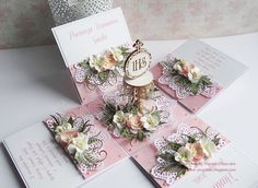Papierowa przystań, Exploding box with flowers
