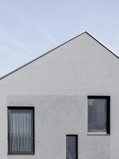 Eiger Mönch Junfrau House by Stocker Lee Architetti Patches of textured rendering define groupings of windows, while the rest of the facade has a smooth finish. Architecture Design, Concrete Architecture, Minimalist Architecture, Contemporary Architecture, Residential Architecture, Swiss House, Residential Complex, Facade House, Modern Buildings