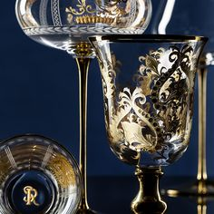 STEFANO RICCI HOME Royal Cashmere and Royal Chisel crystal collection. All glasses are hand engraved and decorated with 14 kt gold. Carafe, Crystal Collection, Hand Engraving, Wine Glass, Cashmere, Table Decorations, Crystals, Glasses, Silver