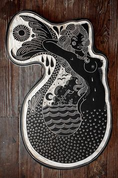Mermaid Tattoo  Le cœur doit suivre la chanson de la sirène Merfolk, Linoprint, Tattoo Designs, Calf Tattoo, Mermaid Bathroom, Illustrator, Woodcut Tattoo, Woodcut Art, Wood Carvings
