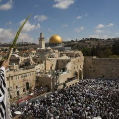 Tens of thousands attend priestly blessing in Jerusalem