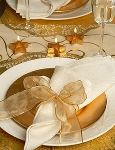 brown gold table decorations | decorations-stars-tableware-holiday-winter-dining-room