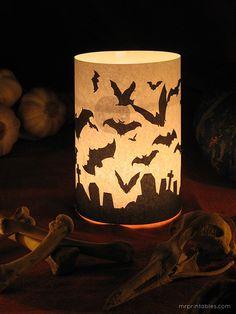 ハロウィンのキャンドルライト♡ 印刷した紙を、キャンドルホルダーの周りに巻くだけ! クモの巣、おばけ、コウモリの3種類のテンプレートを、無料でダウンロードできます♪