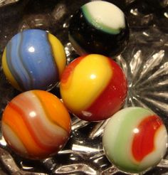 5 old VINTAGE AKRO AGATE CORKSCREW MARBLES WITH RARE 4 COLOR no reserve