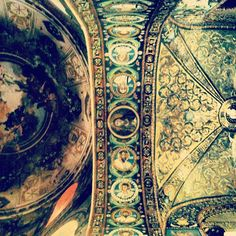 Frescoes vs Mosaics in San Vitale, Ravenna - Instagram by @n_montemaggi