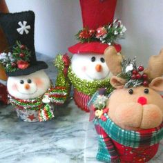 Yael Fernandez's media content and analytics Christmas Favors, Felt Christmas Ornaments, Christmas Candy, Merry Christmas, Christmas Decorations, Holiday, Christmas Projects, Diy And Crafts, Christmas Crafts