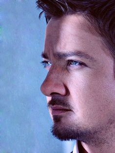 Renner~LOVE this pic!