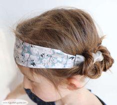 """Un ch'tit tuto en passant : le headband (c'est pour faire genre """"je parle anglais""""... un bandeau, quoi... ;-) ), en deux parties, avec un élastique derrière. C'est tout facile"""