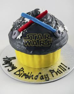 This is the ultimate bakery item for Star Wars Day. The vanilla sponge cake is detailed with butter icing and fondant. Personalise the Star Wars gift for him and send it nationwide via NetFlorist! Cupcakes Online, 1st Birthday Parties, Birthday Cakes, Vanilla Sponge Cake, Butter Icing, Cupcake Bakery, Star Wars Day, Giant Cupcakes, Star Wars Gifts