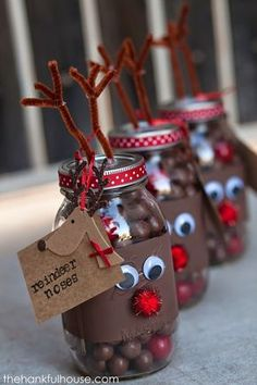"""Reindeer noses in a Mason Jar - fill a jar with chocolate balls and gobstopper """"noses"""" for DIY Christmas gifts for friends and neighbours! (homemade christmas treats in a jar) Mason Jar Christmas Gifts, Christmas Party Favors, Mason Jar Gifts, Noel Christmas, Christmas Goodies, Christmas Projects, Holiday Crafts, Gift Jars, Pot Mason"""