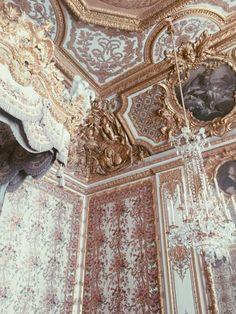 nikkijoon:Marie Antoinette's bedroom, Palace of Versailles