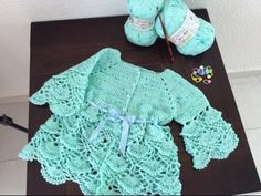 ABRIGO TEJIDO MINICOLORS - Gancho fácil y rápido - Tejiendo con LAURA CEPEDA - YouTube Crochet Toddler, Crochet Baby Clothes, Crochet For Kids, Free Crochet, Knit Crochet, Knitting Videos, Crochet Videos, Crochet Stitches Patterns, Baby Sweaters