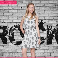As caveiras NUNCA saem de moda! Com esse vestido, você pode montar tanto um look mais fofo quanto um rockinho mais pesado. Sabe aquela peça coringa que combina com tuuudo? A gente a-m-a!