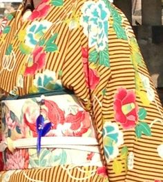 Mamechiyo Modern kimono with a kanzashi netsuke