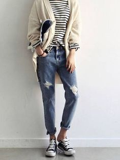 Stripes, baggy jeans, chucks. Love it all.
