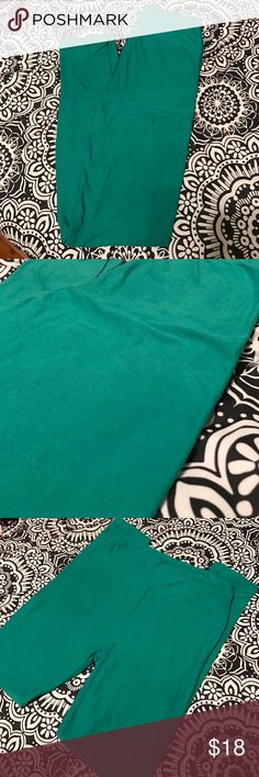 Kelly Green Lularoe Leggings Good used condition. Bought on Posh, but never worn by me. The color is more of a kelly green and not a teal green like it's coming through in the pictures. LuLaRoe Other