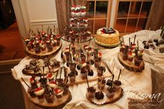 Dessert bars are always a crowd favorite! Soo yummy! #dessertbars #candybars @Vecoma at the Yellow River