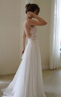 backless wedding dresses | i don't usually post wedding dresses but this one was too pretty to pass up