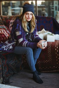 Model Queeny van der Zande gets ready for winter with Free People's November 2015 lookbook called, 'The First Frost'. Heading to a cabin in the woods, the blonde gets cozy in sweater dresses, chunky scarves and warm leggings. Captured by Jess Roberts, Queeny has all the essentials for the cold weather months in the fashion …