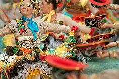 Os concursos de quadrilhas são momentos tradicionais dos festejos juninos em Petrolina (PE). Os principais são os promovidos pela prefeitura municipal...