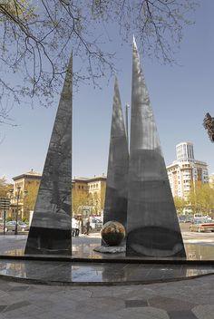 Zaragoza : monumento a la constitucion