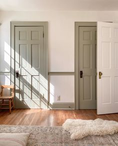 Our New Home Tour – The Before - Elizabeth Street Post Interior Trim, Interior And Exterior, Interior Walls, Casa Real, Trim Color, Interiores Design, White Walls, Home Renovation, Home Decor Inspiration