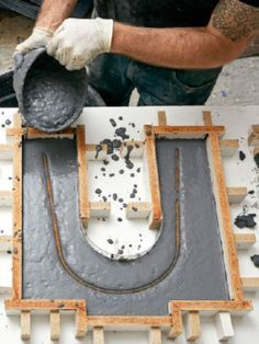 Build This Beautiful Concrete Bench. Immediately pour enough to fill each leg mold to within 1 inch of the top, working it into the corners. Once the concrete starts stiffening, set the rebar into each mold. Concrete Table, Concrete Furniture, Concrete Art, Concrete Design, Diy Furniture, Polished Concrete, Concrete Formwork, Concrete Planters, Concrete Countertops