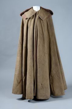 General Wolfe's Field Coat dark green full length cloak of green serge lined with red serge, with wide collar and detachable hood. 18th Century Dress, 18th Century Clothing, 18th Century Fashion, Historical Costume, Historical Clothing, Capes, Royal Collection Trust, Of Montreal, Cloak